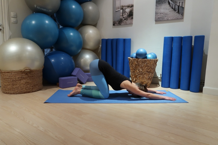 étirement-épaules-cancer-du-sein-julia-lemetais-blog-yoga.JPG