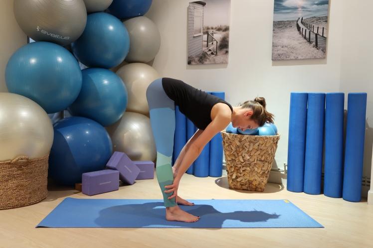flexion-avant-dos-plat-julia-lemetais-yoga-blog