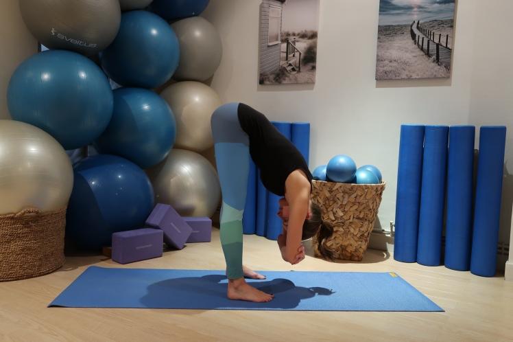 flexion-avant-profil-julia-lemetais-yoga-blog